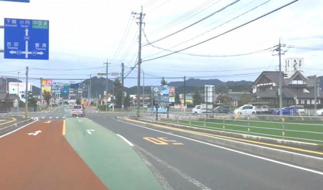 ①道の駅きくがわを、右手に見ながら直進します。